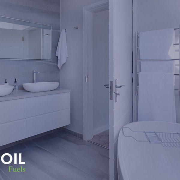 Μπάνιο με λευκές επιφάνειες